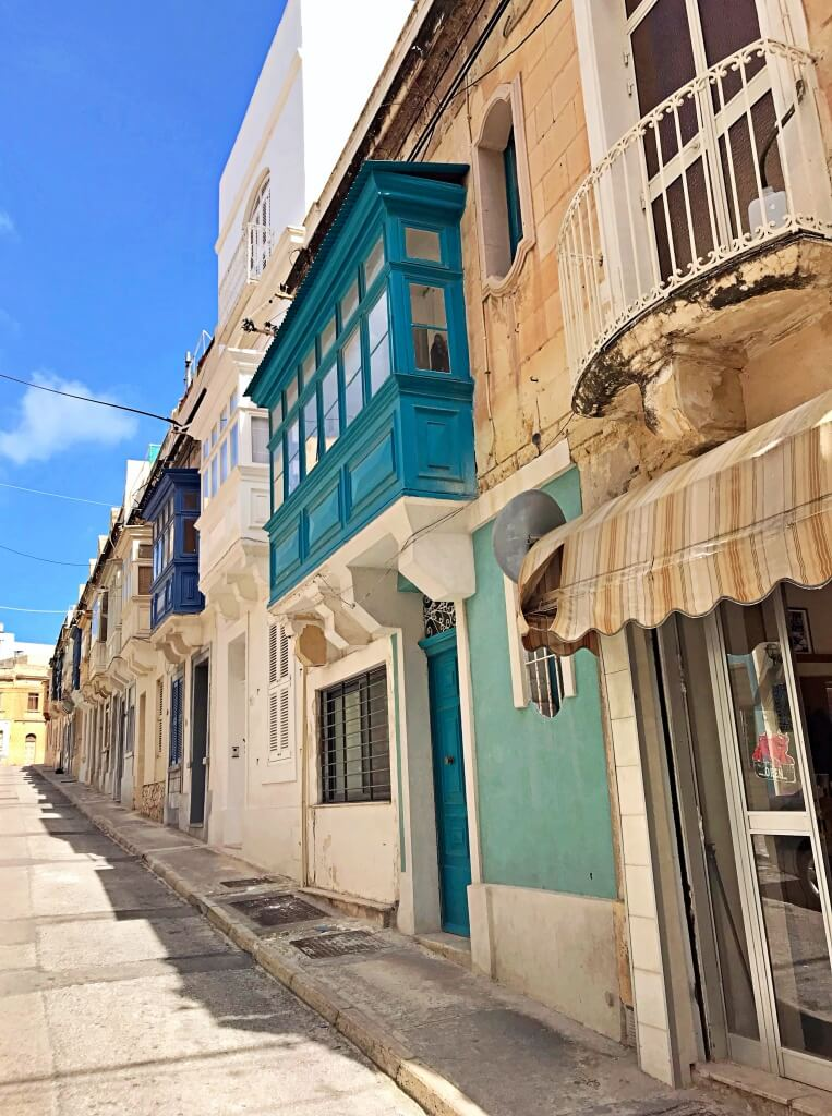 Zróżnicowana architektura na Malcie.