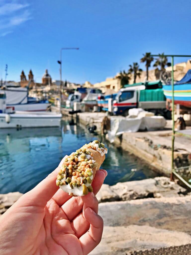 Kannolo, maltański deser podobny do sycyliskiego cannolo.