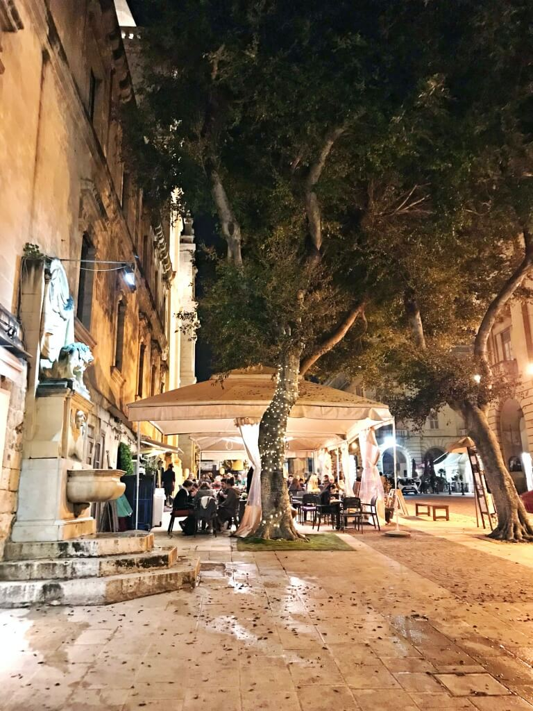 Valletta (Malta) nocą, bardzo przyjemny klimat.