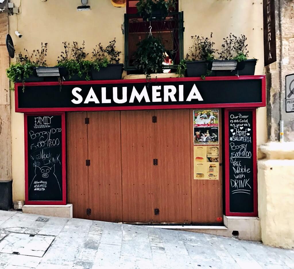 Malta momentami do złudzenia przypomina Włochy. Tu salumeria.